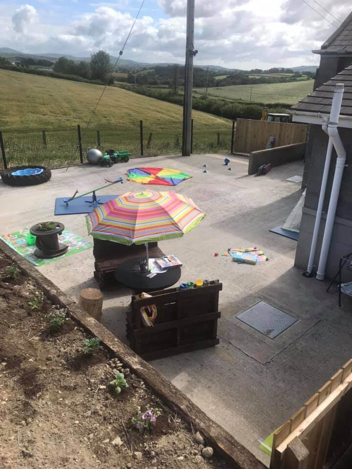 pallet seating, childrens play area